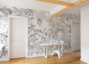 photo illustrant la pose d'un paipier peint sur un mur